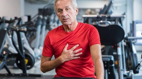 Ascites-Holder guy in the gym having chest pain