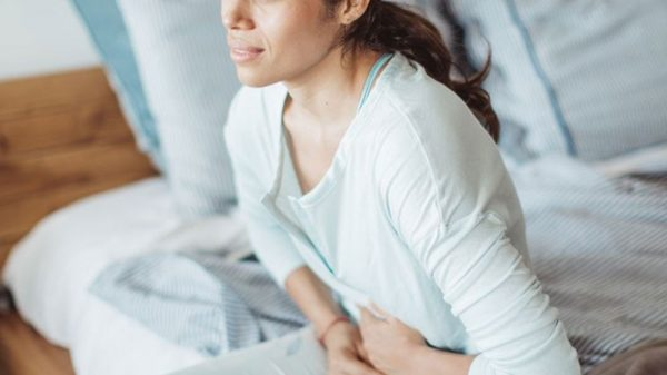 woman pain in the abdomen